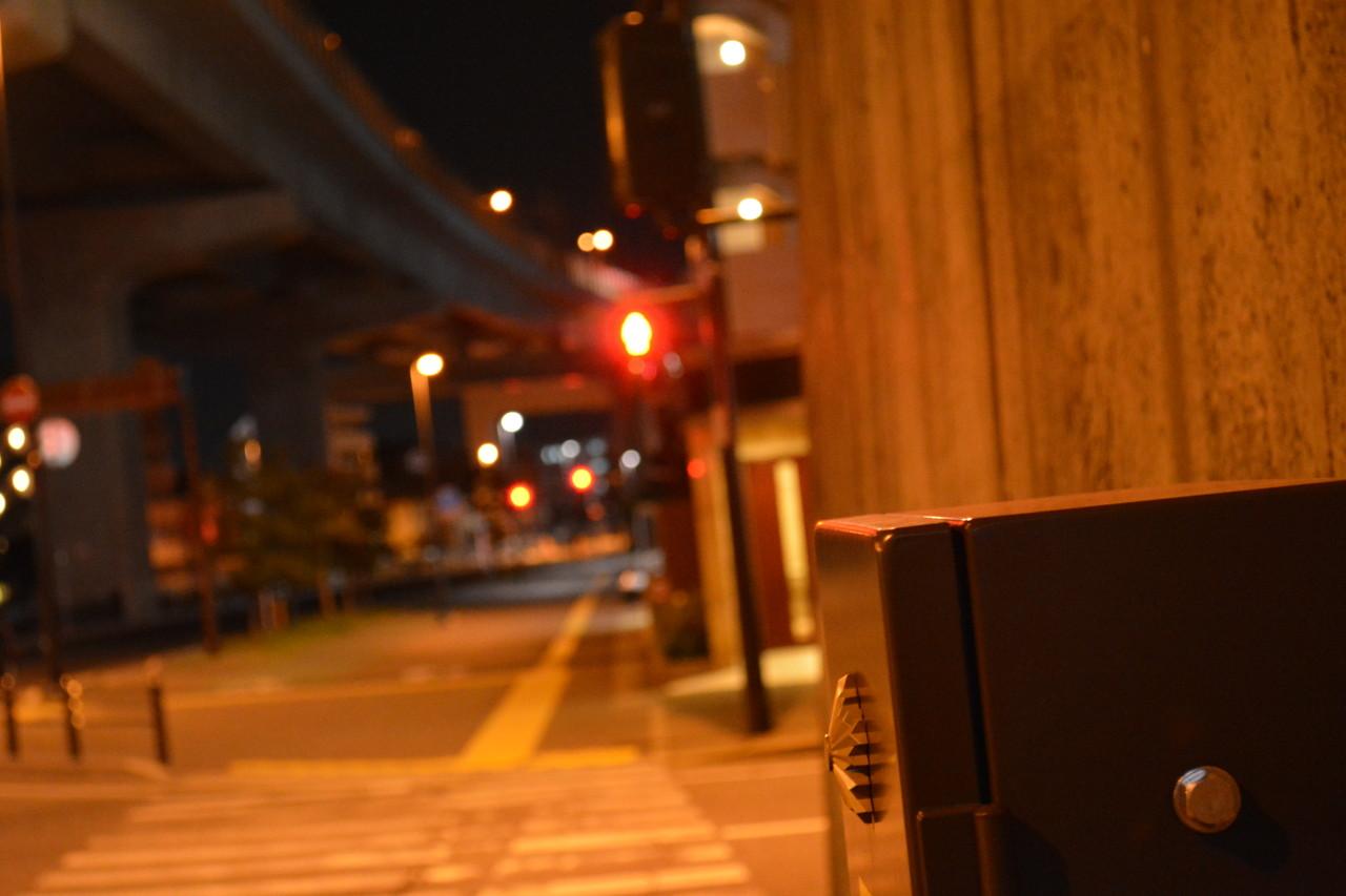 片江:夜の街のオレンジの灯り