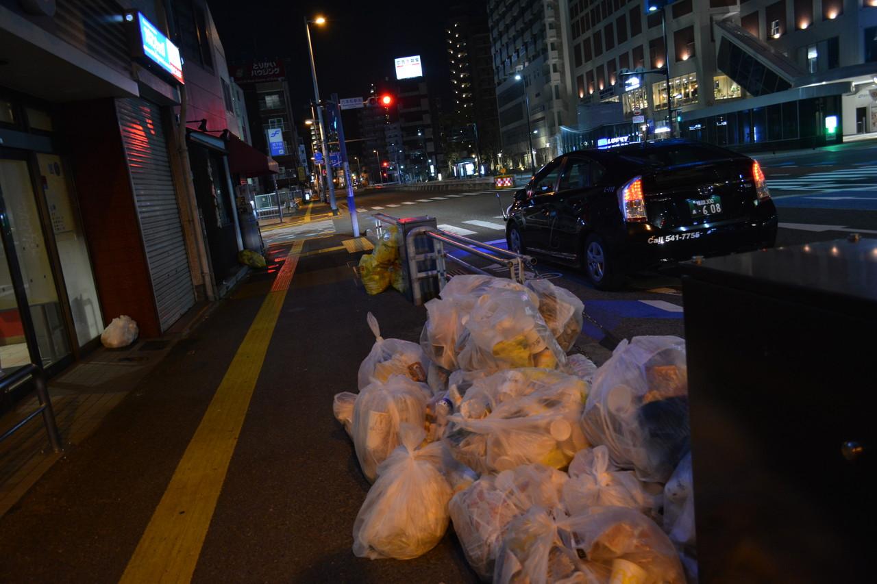 片江:都会にあるこういうゴミですら僕は好きだ。だって現実感があるから。