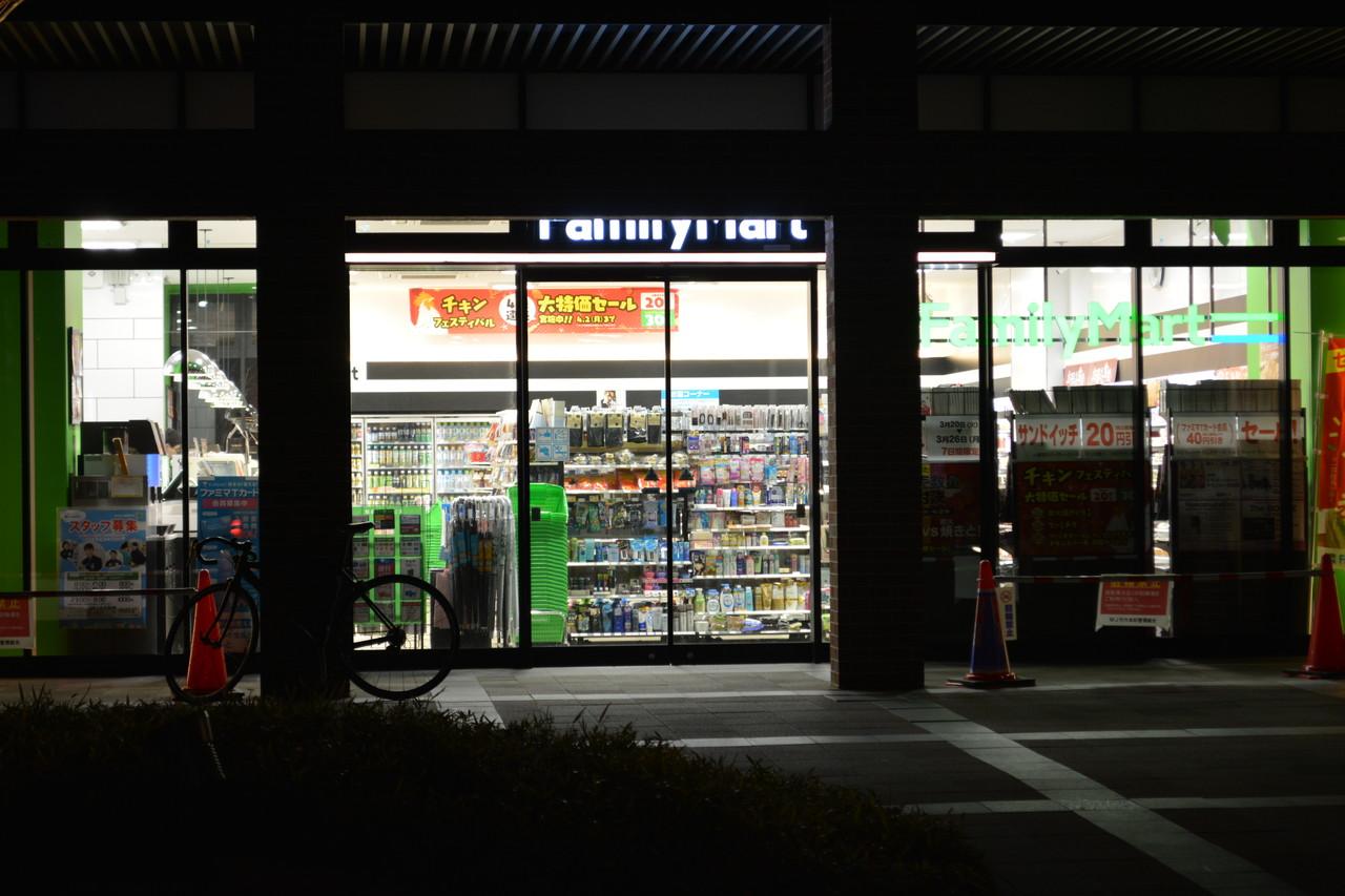 六本松:やたらキレイなファミリーマート