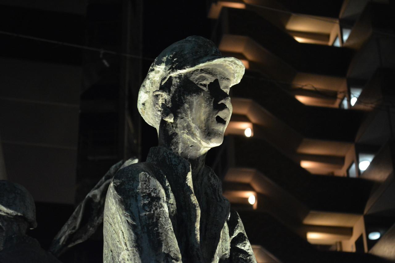 六本松:なんかイッテそうな銅像見つけた。