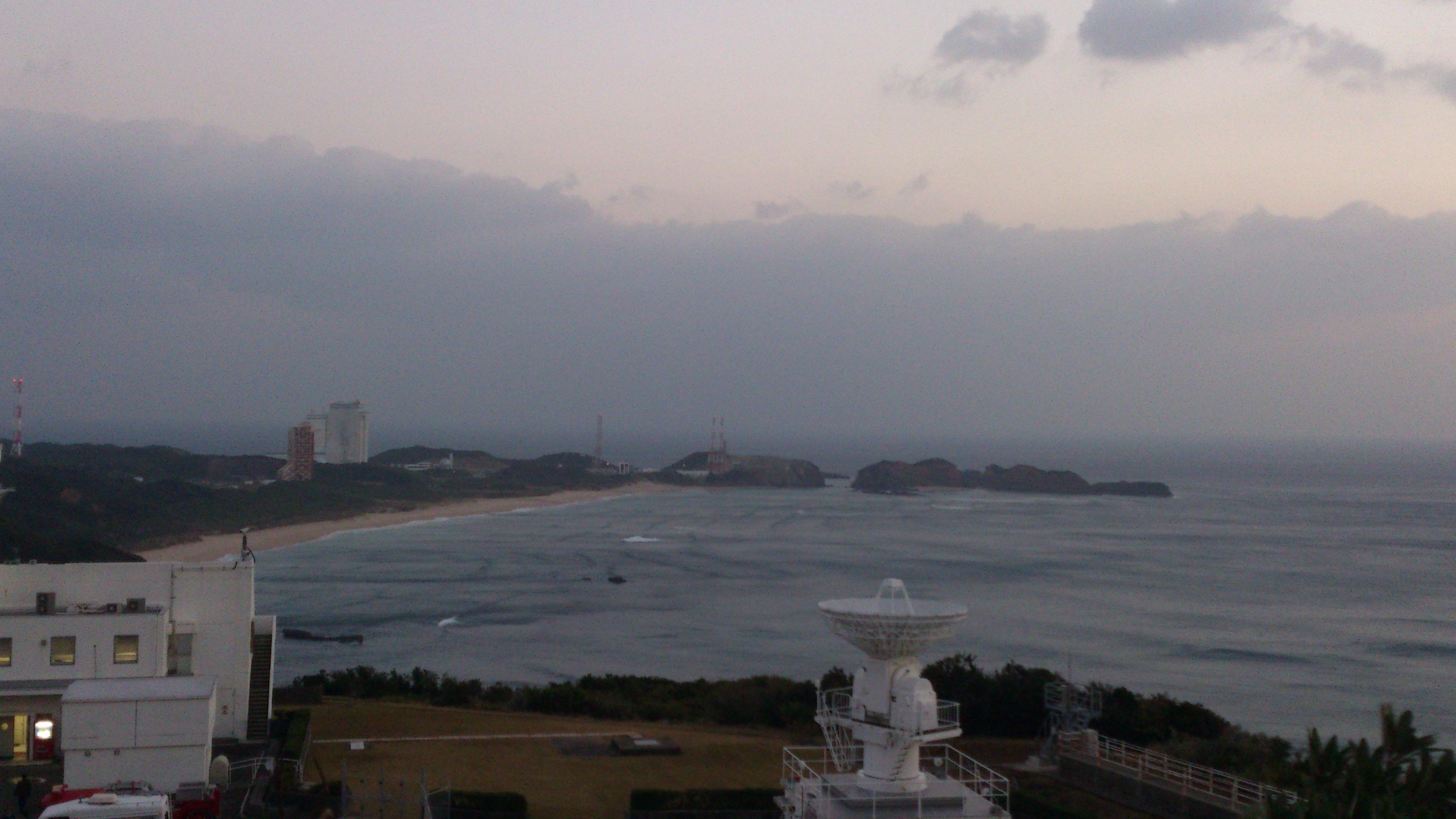 2012年12月。僕は種子島を一人で旅した:また別の電波塔みたいなところから発射台を撮影
