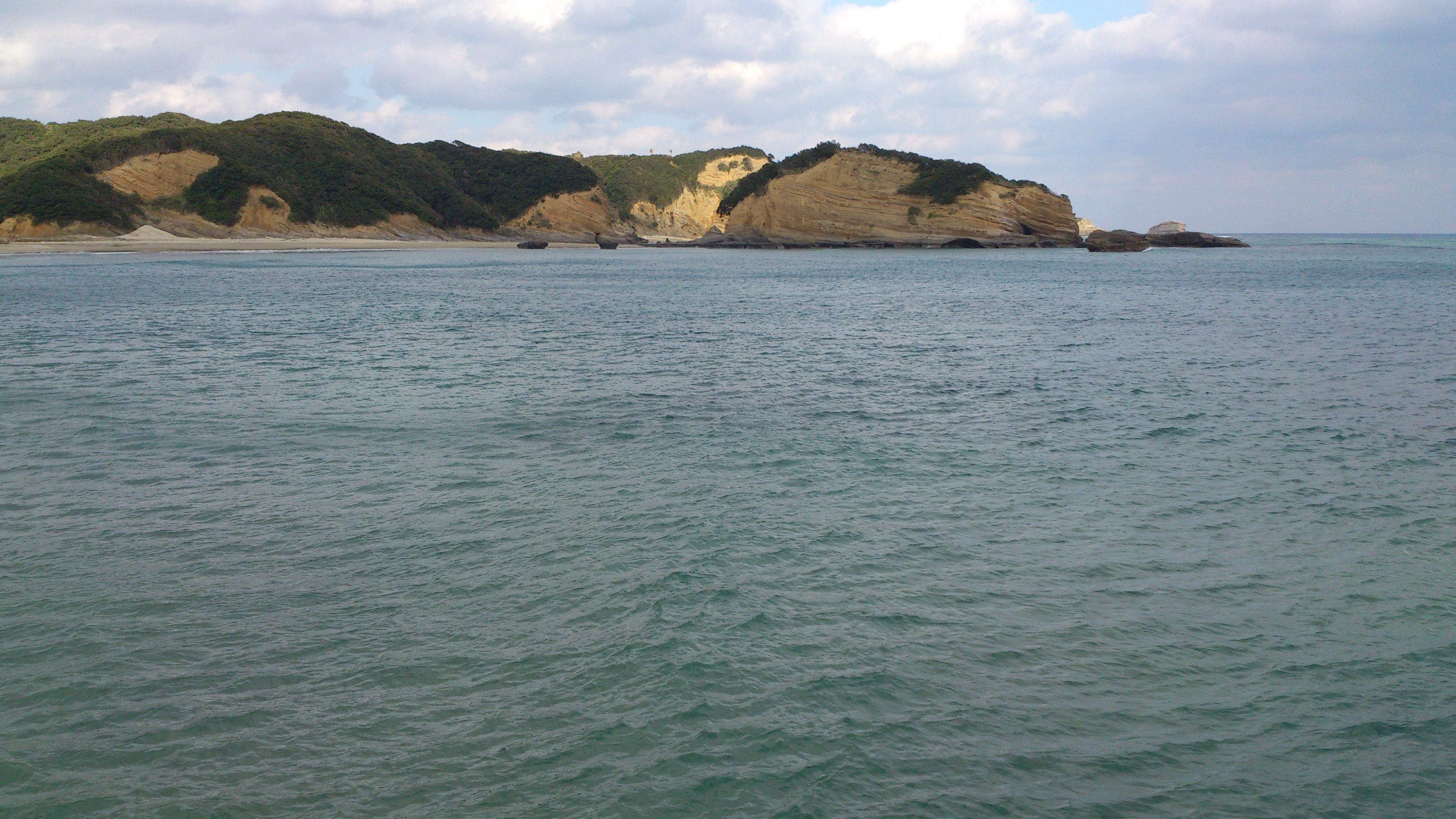 2012年12月。僕は種子島を一人で旅した:岩肌と海。これどこから撮ったんだろ