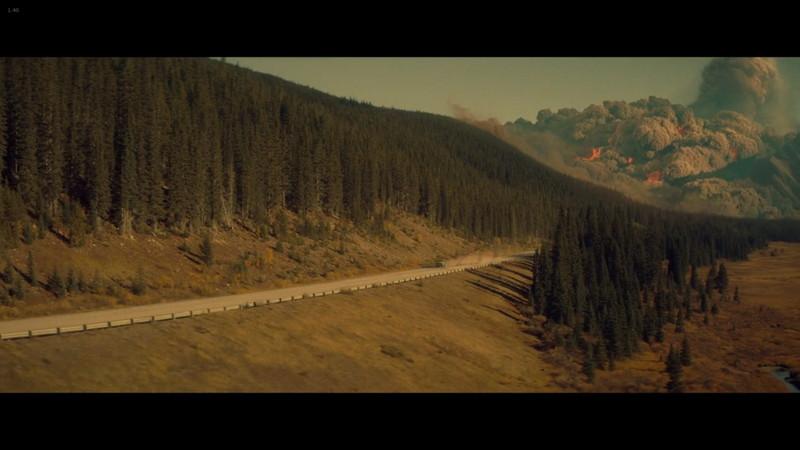 活発化する火山活動から逃げるウィルとサム