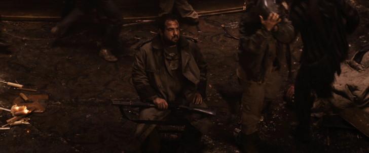 「ザ・ウォーカー」の考察。イーライは盲目か。最後の男は誰か。:崩壊しつつあるバーで座り込む一人の男