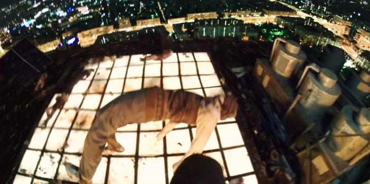 【80点】FPS視点の超アクション映画「ハードコア」評価と感想:宙に浮いた死体を足場にしてジャンプして行く
