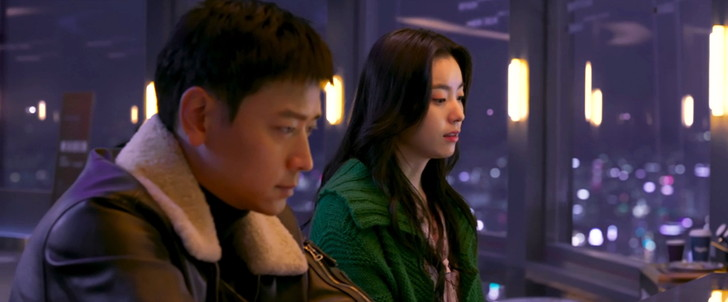 Netflix独占作品「人狼」:カン・ドンウォン(左)とハン・ヒョジュ(右)