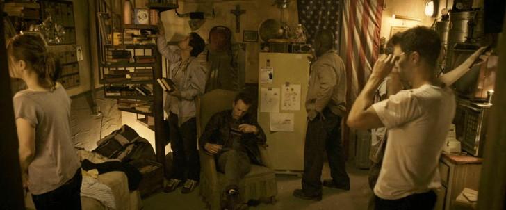 【80点】終末後のシェルターでの共同生活「ディヴァイド」感想:何も無いシェルターで退屈する生存者