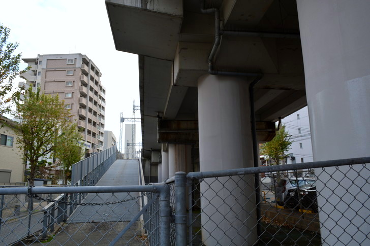 福岡散歩日誌:再度高架下へ