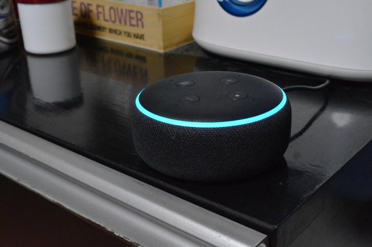 【レビュー】ワンルーム1人暮らしだけど「Amazon echo dot」を買ってみた部屋のほぼ中央に設置